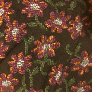 LuLaRoe Pants - 🥀Lularoe needlepoint black floral leggings TC